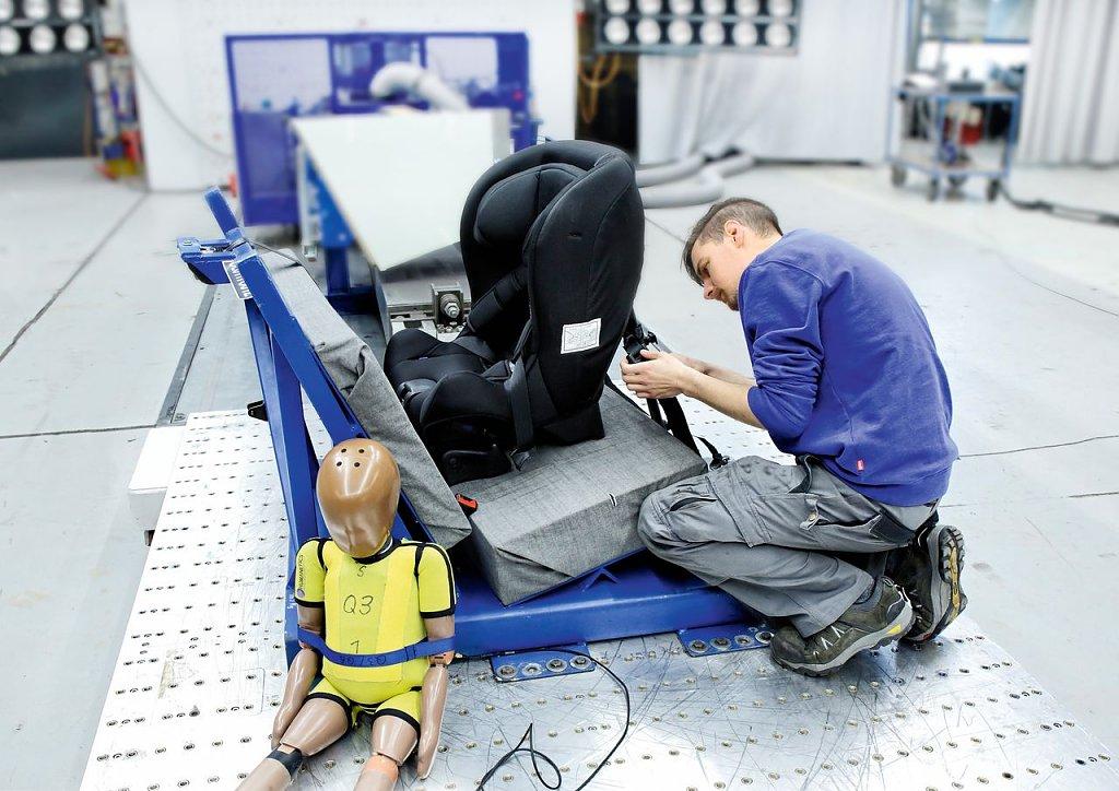 Krebserregender Stoffe im Bezug: Zwei Kindersitze fallen im ADAC-Test durch